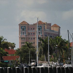 Old_Manatee_River_Hotel_as_seen_from_the_river_7-16-2009.jpg